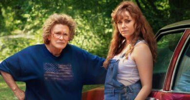 Elegia americana: Amy Adams e Glenn Close in una scena del film