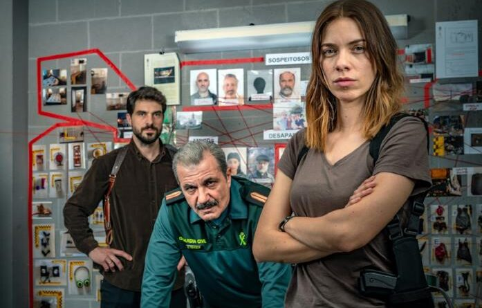 Toni Salgado, Miquel Insua e Maria Mera in una scena del film
