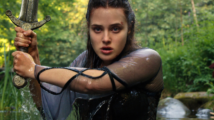 Cursed: Katherine Langford in una scena del film