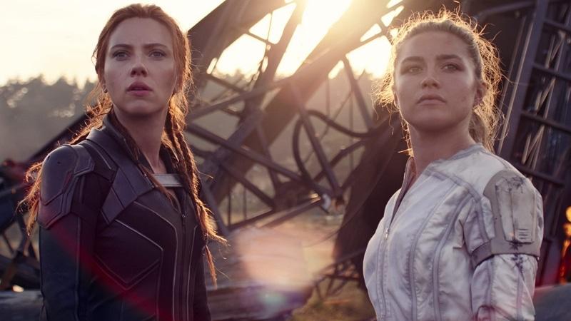 Black Widow: Scarlett Johansson e Florence Pugh in una scena del film